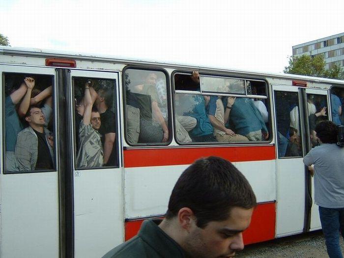 Парень трется в автобусе об ее зад фото 754-952